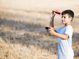 Canggih! Main Pesawat Kertas Dikontrol dari Smartphone