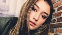 Natasha pun memiliki selera makeup yang sama dengan sang kakak. (Dok. Instagram/natasharyder)