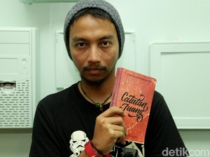 Perkenalkan Fiersa Besari, Si Penulis Muda dan Musisi Indie dari Bandung