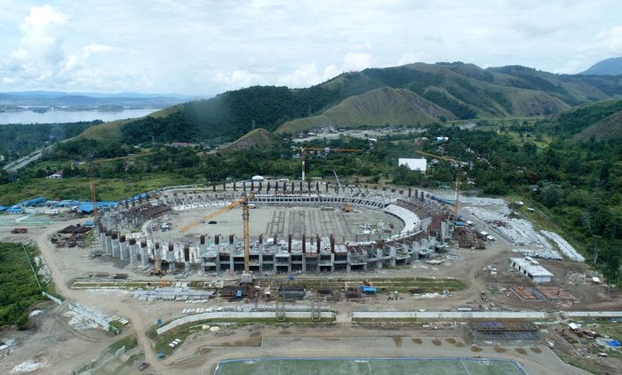 Pembangunan stadion ini memang disiapkan untuk menyambut penyelenggaraan pekan olahraga nasional (PON) yang bakal digelar di Papua pada 2020 mendatang.