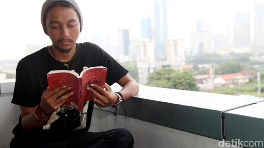 Buka-bukaan Fiersa Besari soal Tiga Bukunya