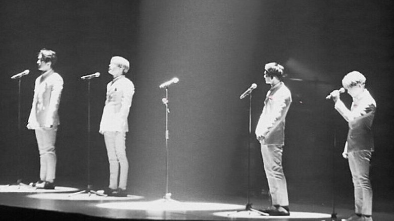 SHINee Sisakan Spot di Panggung untuk Jonghyun, Fans Terharu