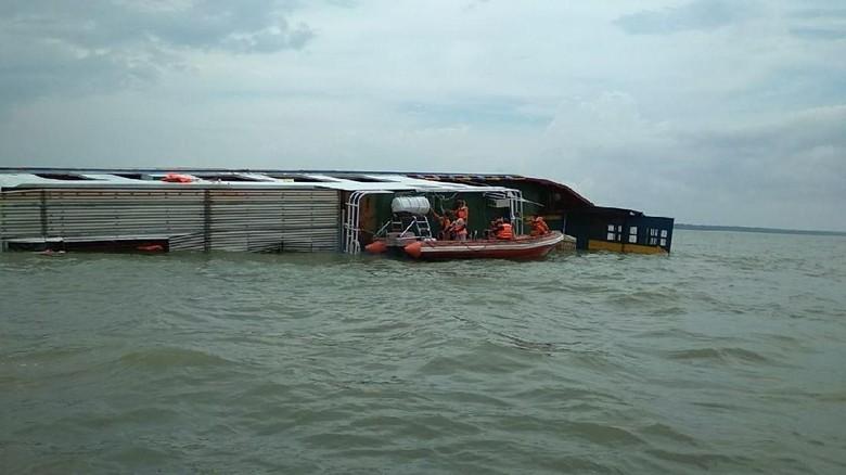 Kapal Kayong Utara Tenggelam di Sungai Musi, 1 ABK Hilang