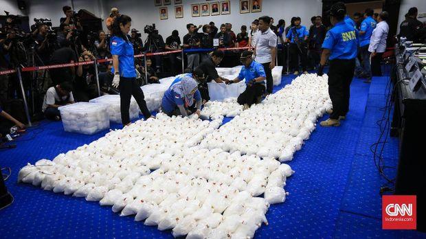 Rilis kasus 1,375 ton sabu jaringan internasional di perairan Batam Kepri di kantor BNN, Jakarta, Selasa (20/2).