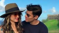 Begitu mesranya Frank Garcia pada Cinta Laura, sang kekasih. Foto: Instagram Frank Garcia