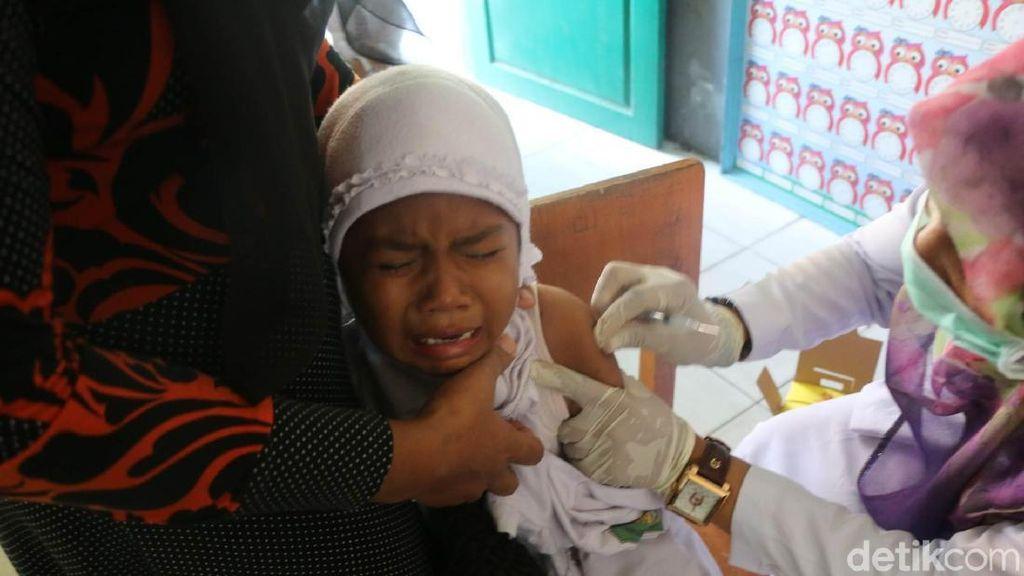 Satu Siswa Positif Difteri, Murid MIN di Banda Aceh Divaksin
