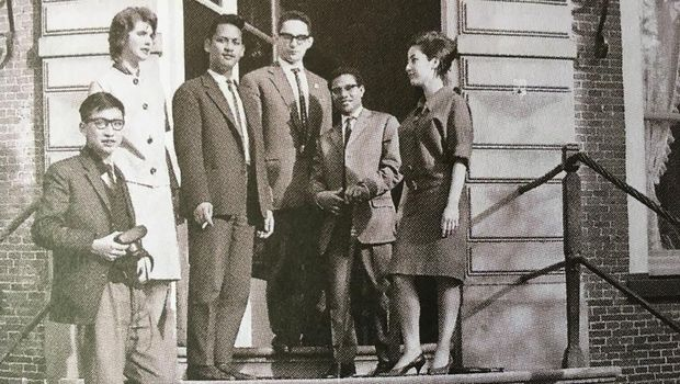Krisno Nimpuno, siswa Papua, Sri (istri Krisno), Tan Hoan Koen (Foto: Dok. Kwik Kian Gie)