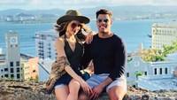 Cinta Laura dan sang kekasih kala sedang menikmati momen bersama. Foto: Instagram Frank Garcia