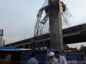 Digaris Polisi, Ini Penampakan Tiang Girder Proyek Becakayu yang Ambruk