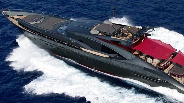 Christiano Ronaldo -akrab disapa CR7- dari Real Madrid punya yacht mewah dengan nama Palmer Johnson Ascari senilai 143 miliar rupiah. Uang seperti tidak ada artinya bagi CR7 (Yacht Charter Fleet)