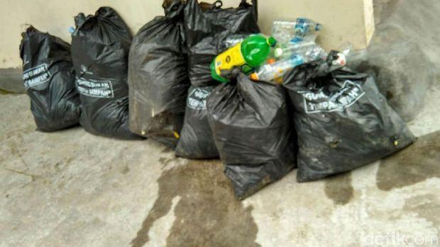 Sampah plastik yang berhasil dikumpulkan