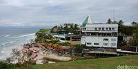 Pantai Dreamland dilihat dari atas bukit
