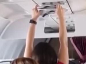 Alamak, Penumpang Wanita Jemur Celana Dalam di Kabin Pesawat