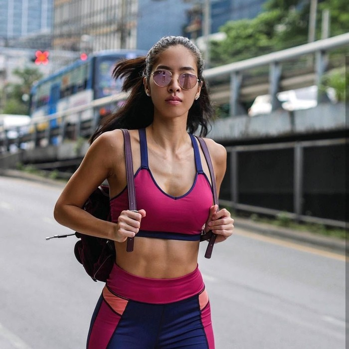 Wanita asal Bangkok, Thailand, ini memang gemar mengunggah fotonya saat berolahraga di media sosial. (Foto: Instagram/alita_pear)