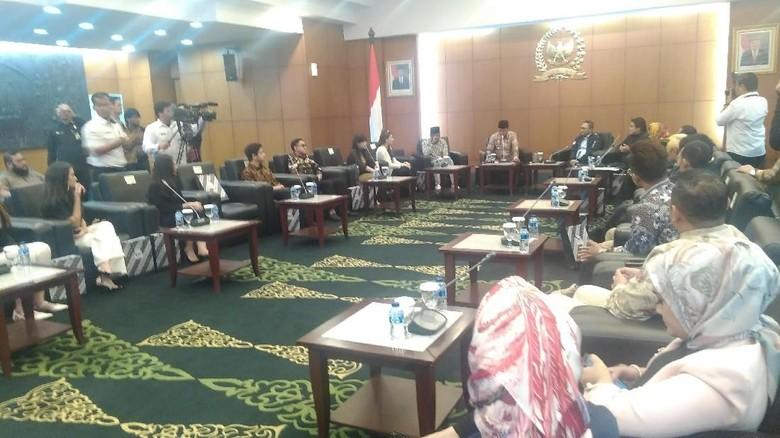 Ketua MPR Ajak Selebriti Bantu Gaungkan Persatuan Bangsa