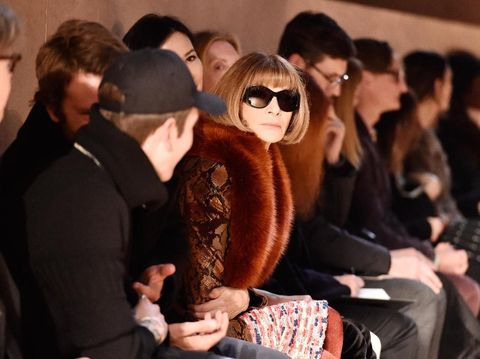 Anna Wintour Saat Menonton Fashion Show.