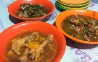 Huaah! Sengatan Nikmat Sup Ceker Lapindo dari Sidoarjo