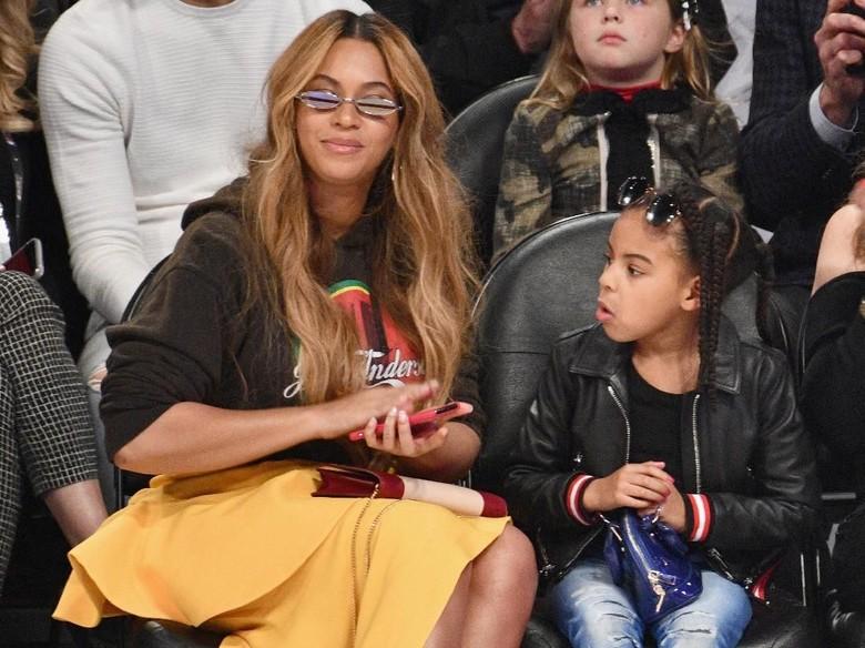 Foto: Blue Ivy, dan Beyonce (Getty Images)