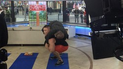 John Cena merupakan pegulat profesional WWE yang populer di kalangan anak-anak dan remaja. Tak disangka, ia juga penggemar olahraga angkat beban.