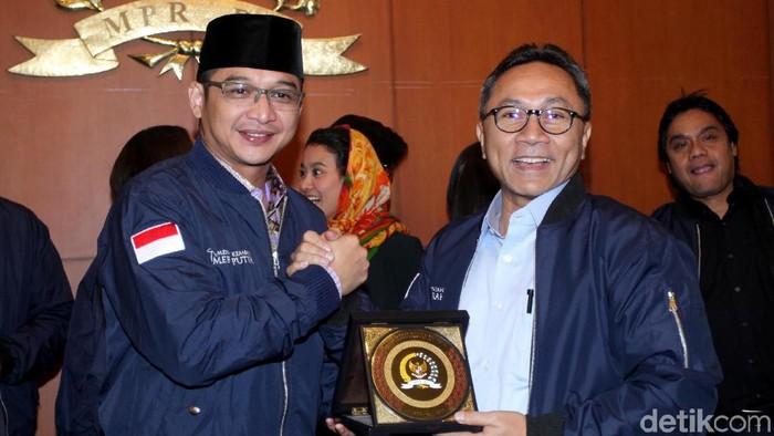 Sejumlah selebriti dari Pasha hingga Marcella Zalianty temui Ketua MPR RI Zulkifli Hasan di Senayan, Jakarta. Ada apa?
