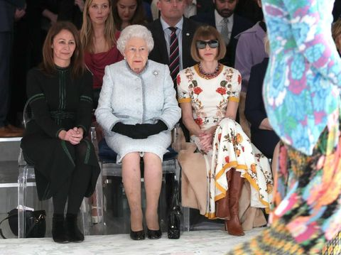 Ratu Elizabeth II di London Fashion Week.