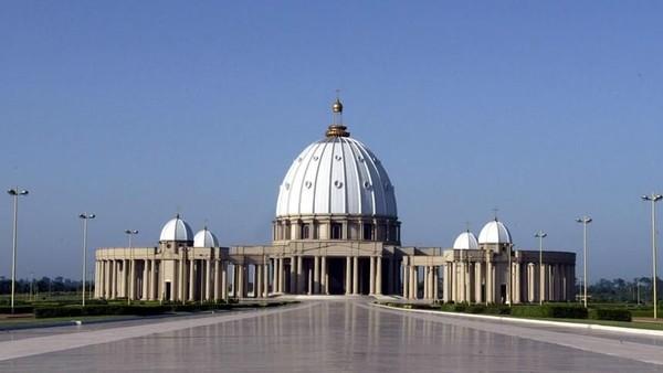 Gereja ini bernama Basilika Our Lady of Peace of Yamoussoukro. (Luc Gnago/Reuters)
