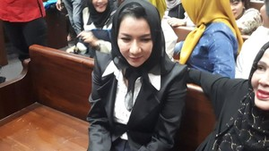 Bupati Rita: Saya Tak Pernah Perawatan ke dr Sonia, Cuma Jual Tas