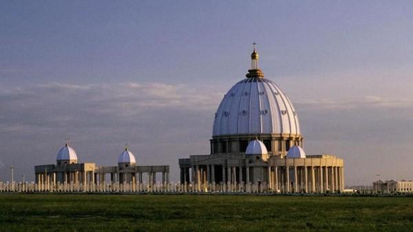 Menurut Guinness Book of Records, inilah gereja terbesar di dunia dengan luas mencapai 30 ribu meter persegi (BBC)