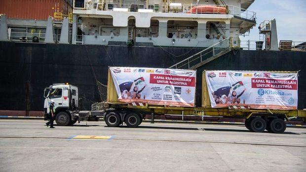 Pemberangkatan bantuan terus dilakukan hingga tercapai 10 ribu ton beras