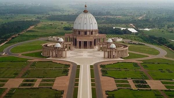 Selain menjadi tempat ibadah umat Katolik, gereja megah ini juga ramai dikunjungi wisatawan (ange_magui/Instagram)