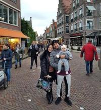 Awal Januari lalu, Bang Roni (begitu panggilan akrabnya) mengajak serta keluarga liburan bareng ke Amsterdam, Belanda. Roni memang dikenal sebagai pria yang sayang keluarga. (Instagram/@ahmadsahroni88)