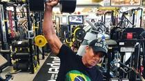 Usia Boleh di Atas 50, Tapi Para Selebriti Ini Tak Berhenti Olahraga
