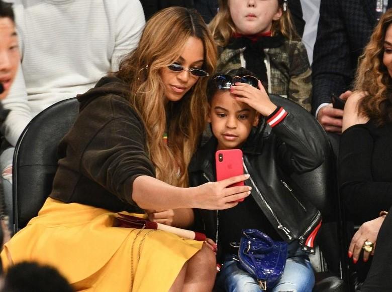 Foto: Blue Ivy dan Beyonce (Getty Images)