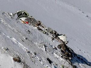 Jenazah Korban Pesawat Jatuh Dievakuasi Via Darat oleh Tim Iran