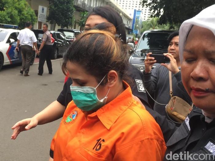 Foto: Dhawiya dipindahkan ke Rutan Polda Metro Jaya. (Arief-detikcom)