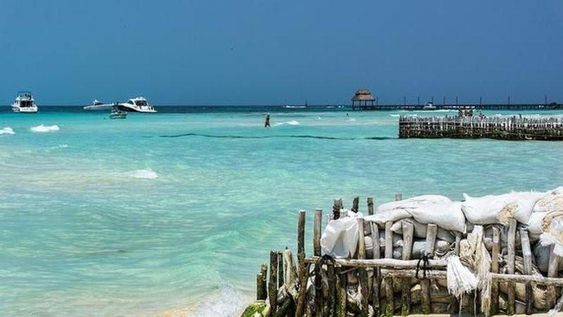 Pantai terbaik di peringkat 10 tahun ini adalah Playa Norte di Isla Mujeres, Meksiko. Pantai cantik ini selalu jadi pikihan bagi wisatawan yang belibur ke Mesiko (Thinkstock)