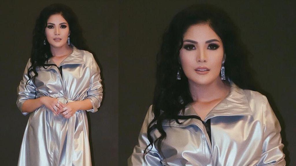 Nindy Ayunda Pakai Coat Dress, Netizen Nyinyir Mirip Jas Hujan