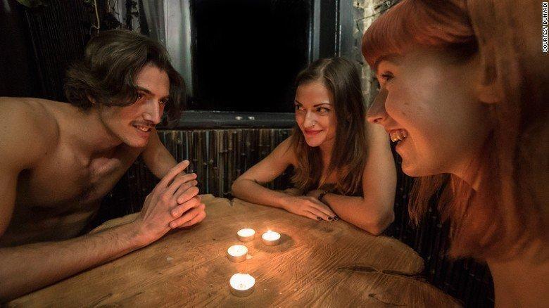 Konsep Dinner Nudis di Bristol