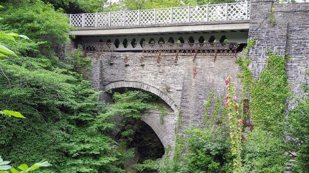Foto: Konon Jembatan Ini Dibangun Iblis