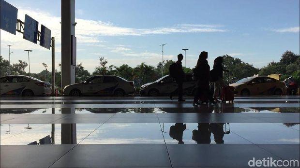 Tidak ada aktivitas yang mencolok di Terminal 3 kedatangan internasional menjelang kedatangan Novel.