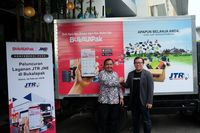 Co-Founder dan CFO Bukalapak Muhammad Fajrin Rasyid dan VP of Marketing JNE Eri Palgunadi (Foto: dok. JNE)
