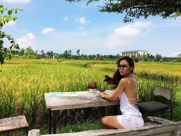 Rupanya, Elly Lam juga pernah liburan ke Bali. Dia jalan-jalan ke Pulau Dewata pada tahun 2016 silam (ellyxxbean/Instagram)