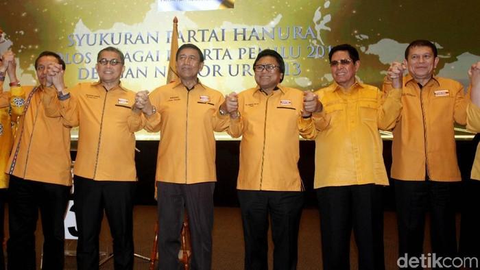 Wiranto bersama Ketum Hanura OSO (tengah). (Lamhot Aritonang/detikcom)