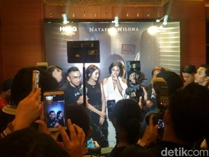 Fans Mulai Padati Gala Premiere Nini Thowok