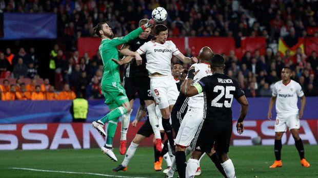 David De Gea dinilai amat berberan menjaga gawang Manchester United aman dari kebobolan lawan Sevilla pada leg pertama. (