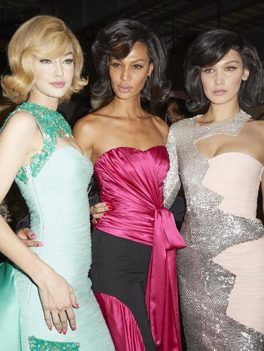 Joan Smalls bersama Gigi dan Bella Hadid.