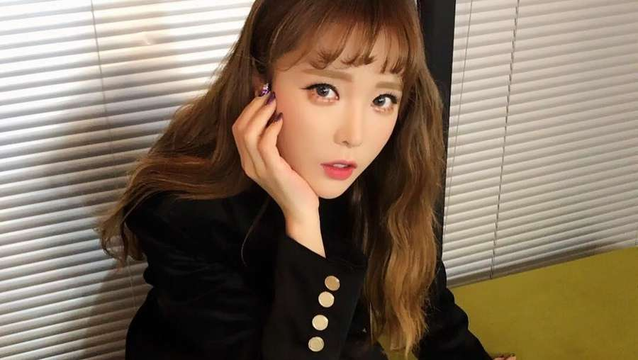 Gaya Hong Jinyoung Pasca Oplas