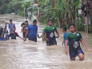 Banjir Sepinggang Orang Dewasa, Sebagian Warga Bojonegoro Mengungsi