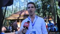 Gary juga diajak Jokowi untuk ngevlog bersama di hulu Sungai Citarum, Kamis (23/2) kemarin. Dia juga sempat menceritakan bagaimana video soal Citarum yang dia buat bisa berdampak luas. Gary Bencheghib diwawancarai pada Kamis (22/2) kemarin. (Wisma Putra/detikcom)