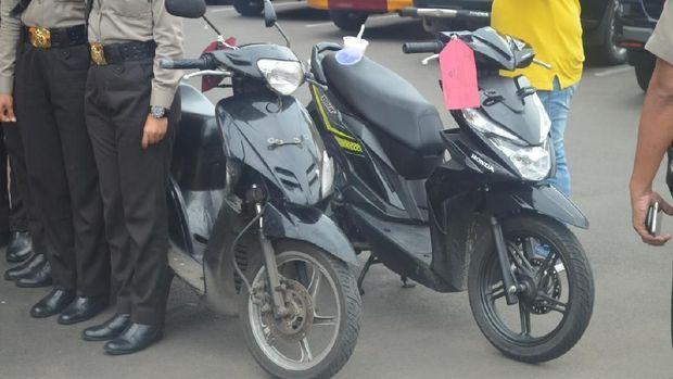 Dua unit sepeda motor yang jadi barang bukti kasus